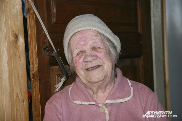 Бабушка моется в бане фото 511-92